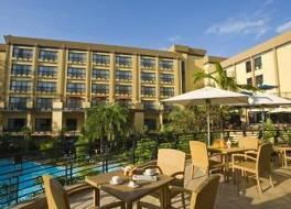 キガリ セレナ ホテル