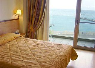 アヴラ ホテル 写真