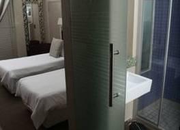 ジ アビエーター ホテル OR タムボー インターナショナル エアポート 写真