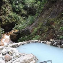 正しく、燕温泉の河原の湯は、秘湯の露天風呂でした!