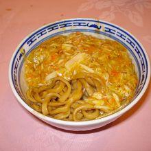 これが上海蟹麺の1/2。頼めば皿に分けてくれます。