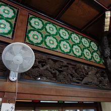 脱衣場の欄間と天井