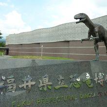 街中恐竜だらけ