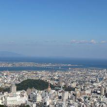 山頂からは淡路島まで一望できます