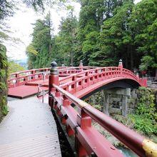 聖地日光の表玄関を飾るにふさわしい朱塗の橋