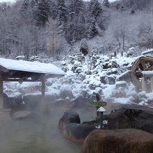 本物の温泉!露天風呂も眺めが最高。