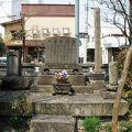 写真:桑名藩士の墓