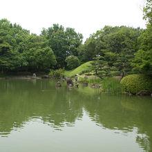 養浩館庭園の駐車は、福井市立郷土博物館の駐車場が利用できます