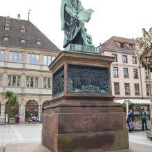 グーテンベルク像