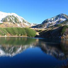 みくりが池展望台からは池に映った立山三山がきれいでした
