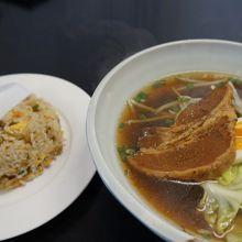 黒麺&豚角煮ラーメン!