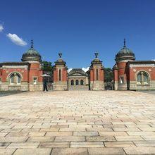 新旧の建物が印象的な国立博物館