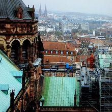 大聖堂の塔に登る途中、中腹から撮った景色。