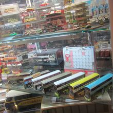 満記甜品向いにある80M巴士専門店