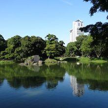 東京ドームの隣にある大名庭園です