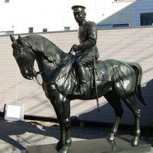 秋山大将の像