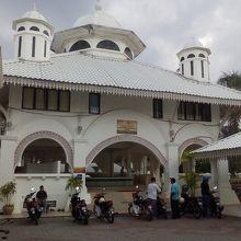 トレンガヌ州最大のモスクです