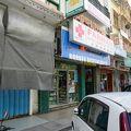 写真:婆羅洲薬房本店 (旧三番街八番娼館跡)