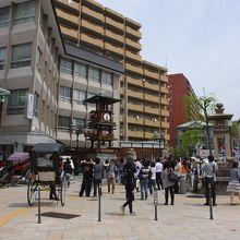 放生園を含む駅前広場