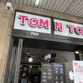 写真:Tom N Toms Coffee