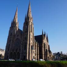 2本の尖塔が素晴らしい教会