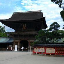 楼門と本殿・拝殿