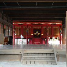 楼門から見た本殿