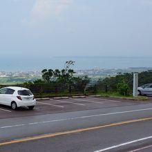 駐車場と竹富島