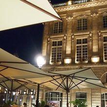 ブルス広場に面している 眺めの良いレストラン