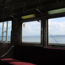 昼下がりの宍道湖、車窓から