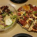 ラウンド テーブル ピザ (ヒルトン ハワイアン ビレッジ)