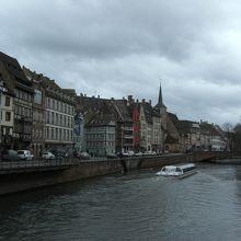 プティフランス側から川をはさんだ景色