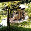 木立ちに囲まれた温泉!