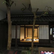子規と漱石が共に暮らした愚陀佛庵の復元展示