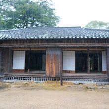 松蔭神社の敷地内にあります
