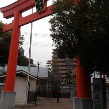 JR兵庫駅から線路沿いを徒歩5分。