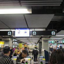 尖沙咀駅の改札