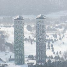 ゲレンデ上からのザ・タワー