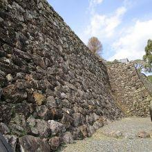 石垣、再構築されたようです。