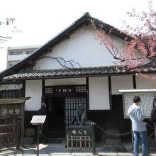 復元された正岡子規の生家。