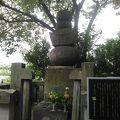 写真:岡崎三郎信康供養塔