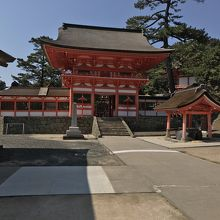 日御碕神社、楼門と手水舎。