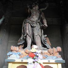もう一つの仁王像です