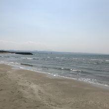 稲佐の浜と三瓶山。