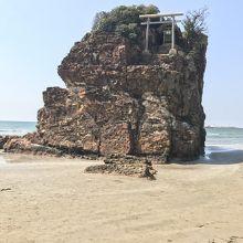 稲佐の浜と弁天島。