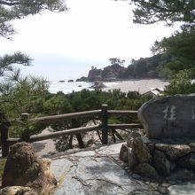 桂浜の石碑がある高台から写しました。