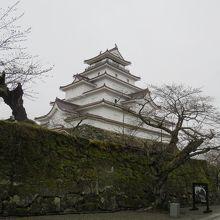 雨の中の鶴ヶ城