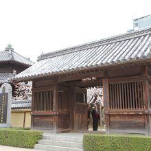 東長寺山門