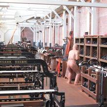 繊維機械館