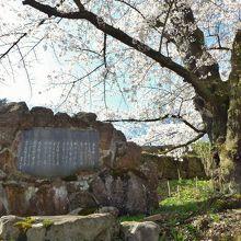 荒城の月碑